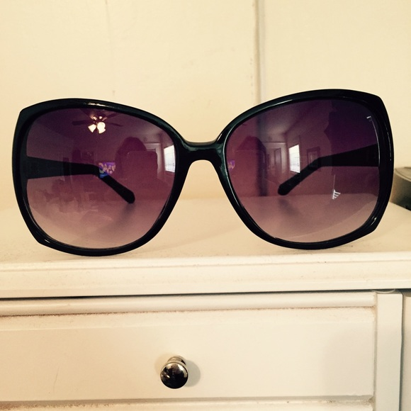 8a0be9518e Jessica Simpson -    SOLD    Jessica Simpson sunglasses from Jackie