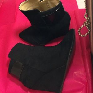 Trafaluc. Zara wedge booties suede