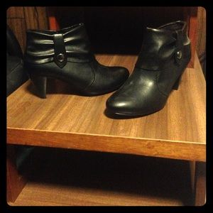 NWOT black ankle booties