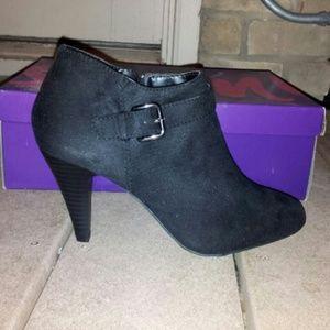 Boots - FLASH SALE! NWT Gorgeous Fioni Blk Zip-Up Boots