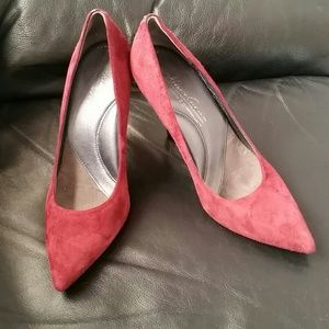 Kenneth Cole Silver Edition suede pumps in size 6