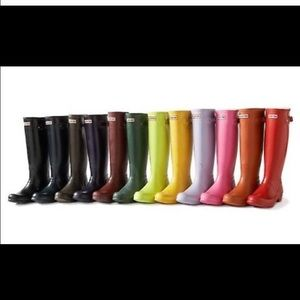 Looking to buy hunter boots size 7  below 90