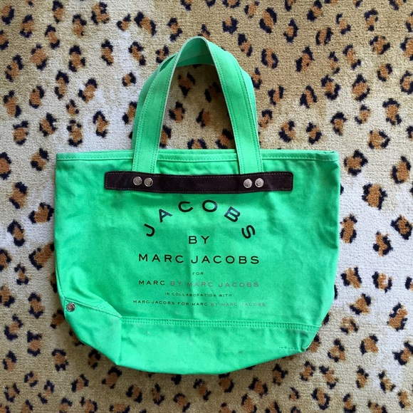 cfe18e4370be •MARC JACOBS• Green Canvas Tote. M 564503b1b5643ef261000ee9