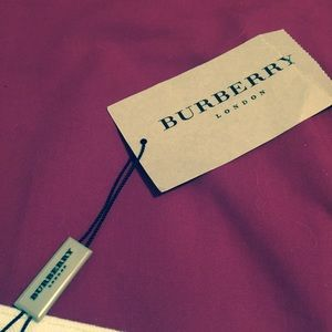 Burberry white jeans. Awesome!
