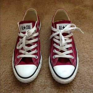 Maroon all star converse size 7
