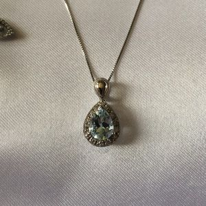 Stunning Aquamarine and Diamond set