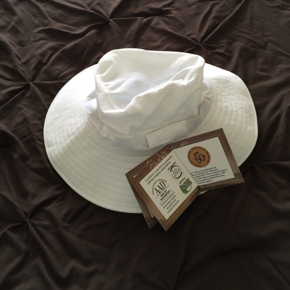 Coolibar SPF 50 Sun Hat - New with tags on! 2cbbac018d9