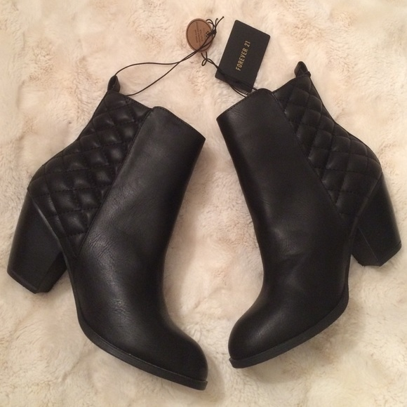 NEW Forever21 Black Faux Leather Quilted Booties 28353c413154
