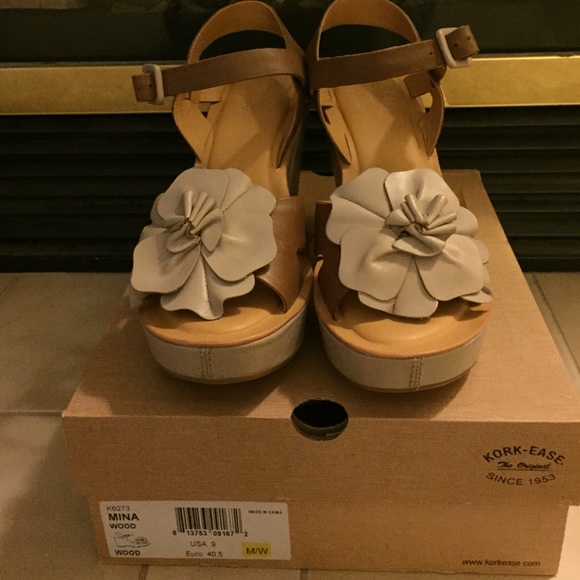 b532c17b5292 Genuine Kork-Ease Wedge Flower sandals size 9