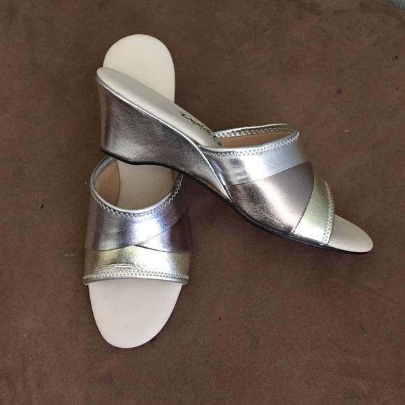 Daniel Green Shoes   Daniel green house shoes. 77  off Daniel Green Shoes   Daniel green house shoes from