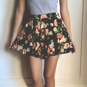 Dresses & Skirts - Flower Shorts