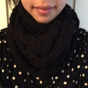 Accessories - Black Thick Circle Scarf