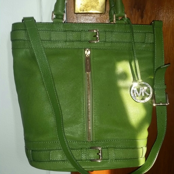 6c921fcc2095 Michael Kors Kingsbury bucket bag. M_54e8fa594127d01d6c00f056