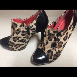 Anne Michelle Shoes - Anne Michelle leopard and patent leather booties