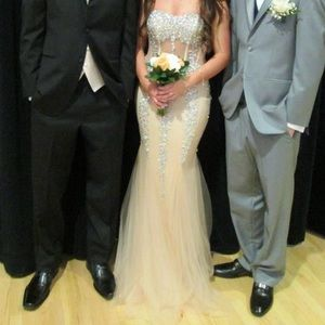 Prom dress Jovani NEED TO SELL