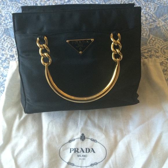 4096fdf548 👜Vintage Prada handbag 👜. M 54fb5b74fbf6f9271700f153