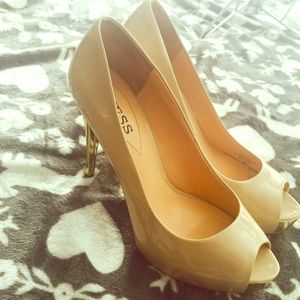 Guess Creme n Gold Peep Toe Heels🎀 Preloved ..