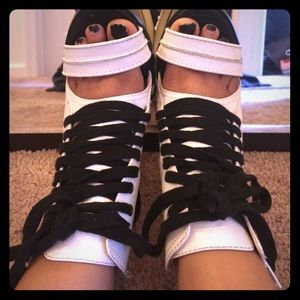 Black x White Lace-up Heels