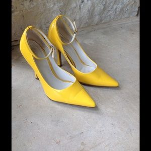 Dollhouse Shoes - Yellow Patent Leather Heels
