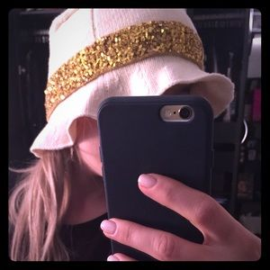 Iisli cream&gold sequins wool hat new without tag