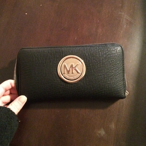 3f4946113336 Michael Kors Black Wallet with gold logo. M_54ea795f2599fe6c56018fcc