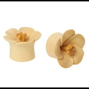 Organic wood Lilly plugs/gages 🌺