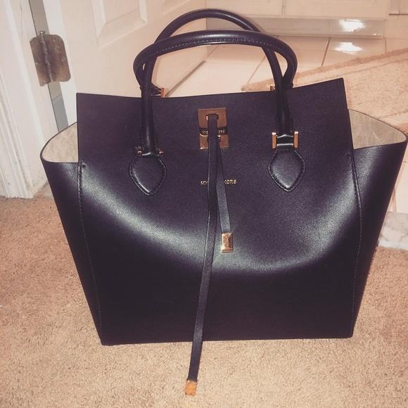 f32b916b335b A Michael Kors collection bag ...