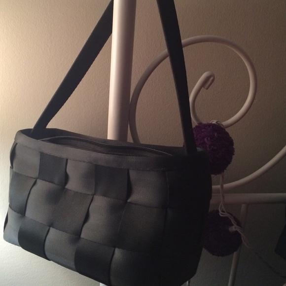 2effb25cf6 harveys Bags | Harvey Seatbelt Bag | Poshmark