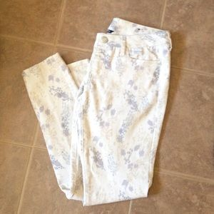 American Eagle Outfitters Pants - Light Colored- Printed Pants
