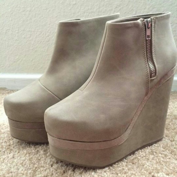 52 h m shoes nwt h m taupe suede platform wedge
