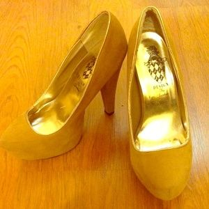 Light brown pumps, with golden trim