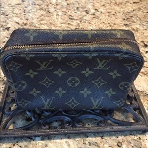 Louis Vuitton Accessories - Authentic Louis Vuitton Trousse Tioletry Bag 18