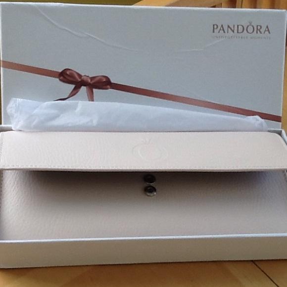 BNWOT Authentic Pandora Travel Jewelry Roll Up