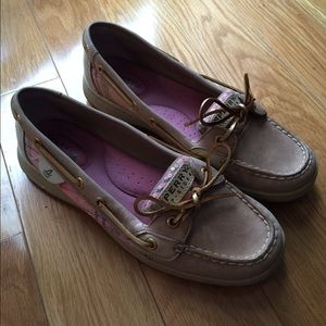 Sperry Top-Sider Shoes - Sperrys Top Sliders. Tan and pink. Super cute!