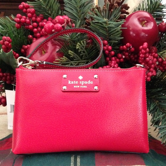 kate spade Handbags - Kate Spade pillbox-red wristlet. NWT