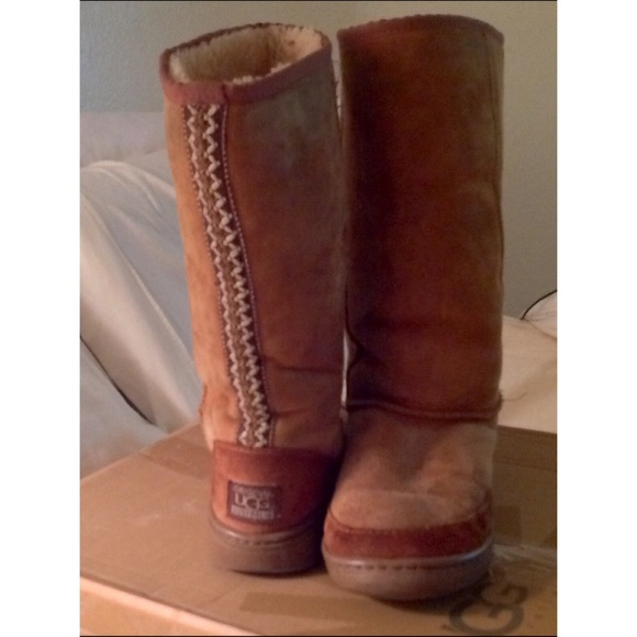 445b20bddb9 UGG BOOTS HARD SOLE NICE BACK DESIGN WITH BOX