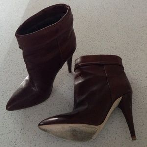 ⚡️FINAL SALE⚡️LISTING Loeffler Randal boots!