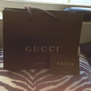 Gucci bag w/ authenticity certificate card