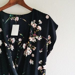️🆕NWT Floral Romper