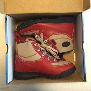 Vasque Other - Red & tan boots
