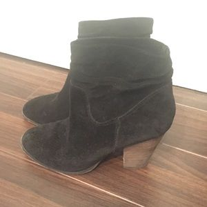 Chinese laundry black ankle botties suede. 8.5