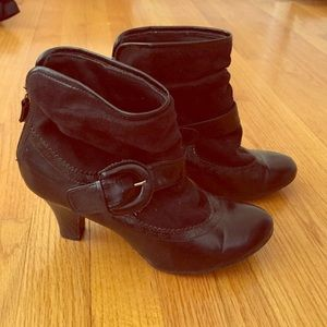 Black low heel bootie