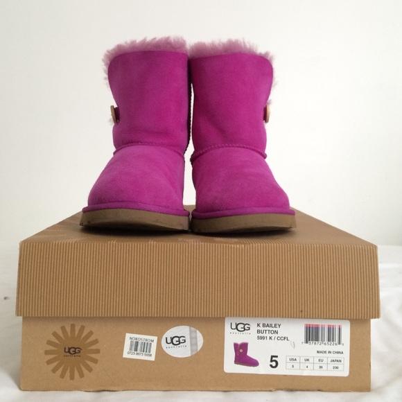 b59f598e748 Bailey Button UGG Boots