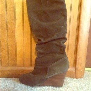 Rampage brown wedge boots