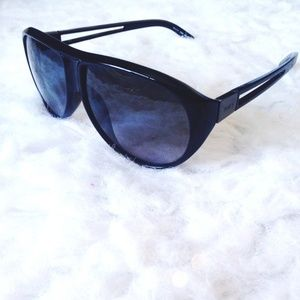 NWOT Authentic Tods Sunglasses