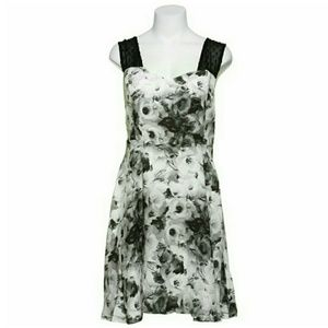 BB DAKOTA FLORAL BLACK & WHITE DRESS.NWT