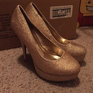 Gold Sparkly Pumps/Heels