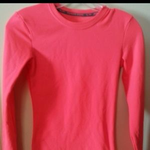 Tops - Coral fleece lined wrk out top!
