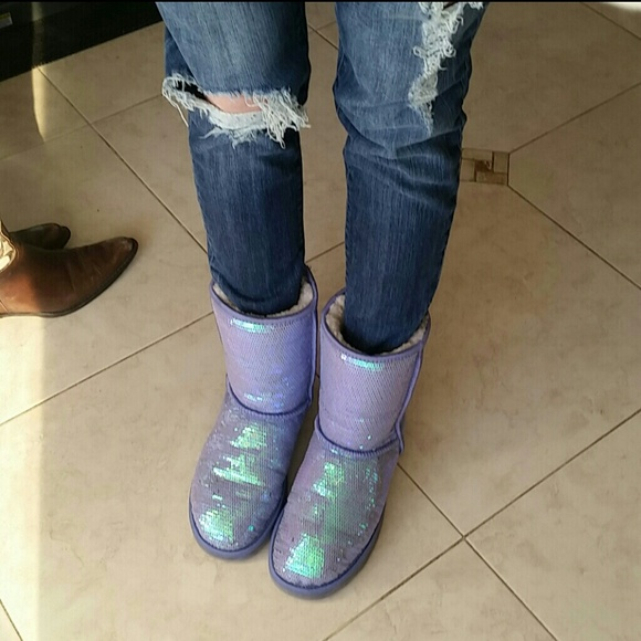 UGG LIMITED EDITION LILAC SEQUIN SZ 8