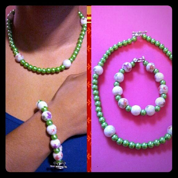 Custom Made Jewelry - Mint Floral.. Necklace & Bracelet Set